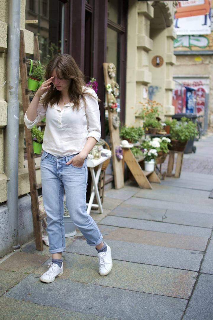 wunderwerk-bluse-veja-sneaker-marin-et-marine-rucksack-4